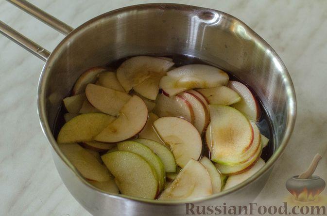 """Фото приготовления рецепта: Дрожжевые булочки """"Розочки"""" с яблоками - шаг №10"""