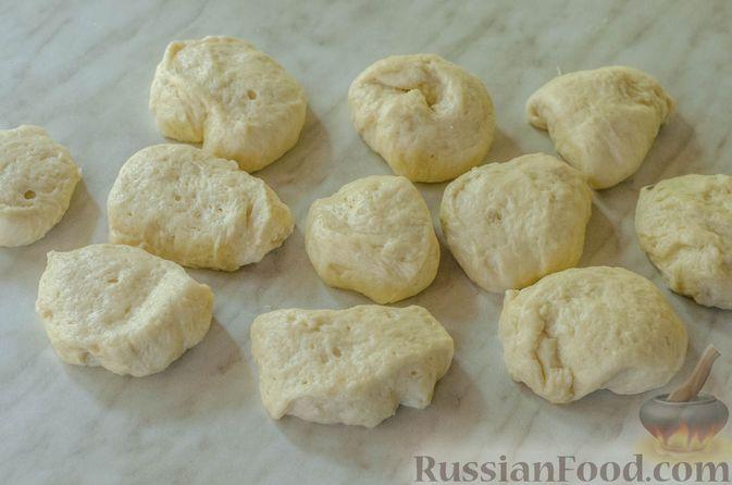 """Фото приготовления рецепта: Дрожжевые булочки """"Розочки"""" с яблоками - шаг №19"""
