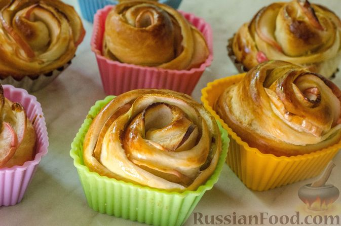 """Фото приготовления рецепта: Дрожжевые булочки """"Розочки"""" с яблоками - шаг №27"""