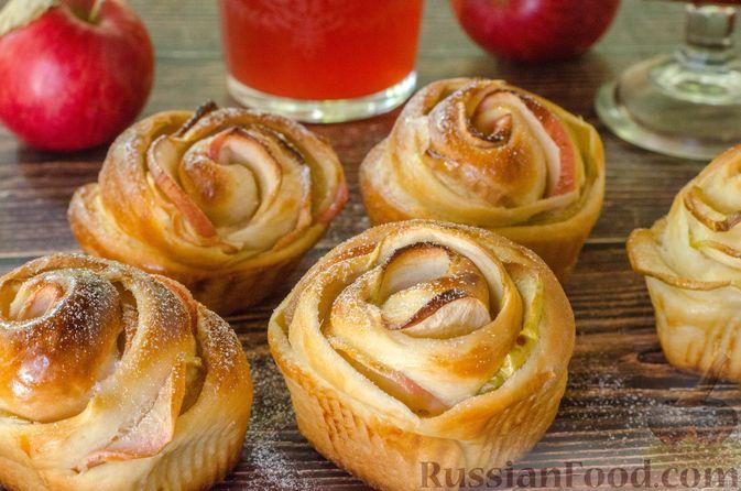 """Фото приготовления рецепта: Дрожжевые булочки """"Розочки"""" с яблоками - шаг №28"""
