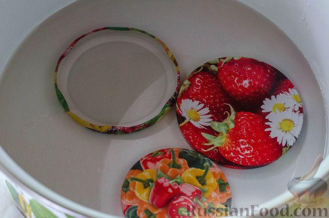Фото приготовления рецепта: Брусничный джем с яблоками и грушами - шаг №4