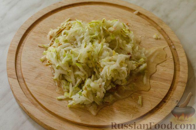Фото приготовления рецепта: Брусничный джем с яблоками и грушами - шаг №7