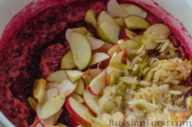 Фото приготовления рецепта: Брусничный джем с яблоками и грушами - шаг №9