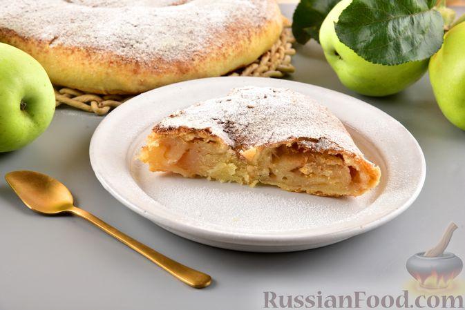 Фото к рецепту: Вертута с яблоками и корицей