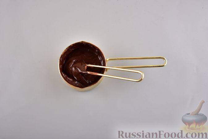 Фото приготовления рецепта: Двухцветный рулет с шоколадом - шаг №2
