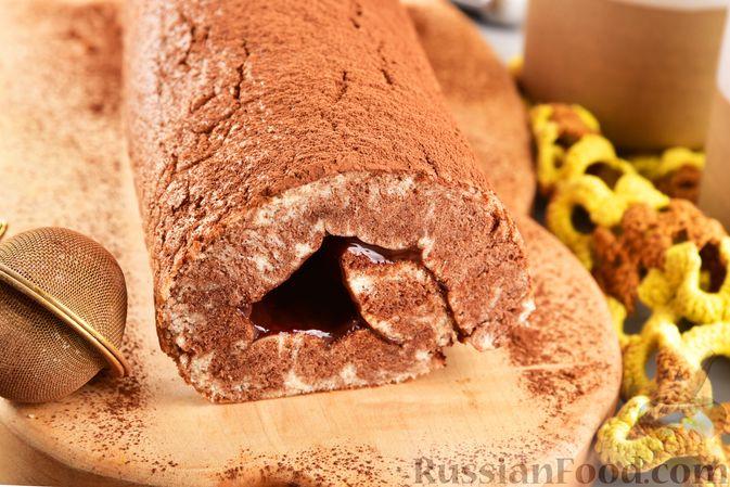 Фото приготовления рецепта: Двухцветный рулет с шоколадом - шаг №16