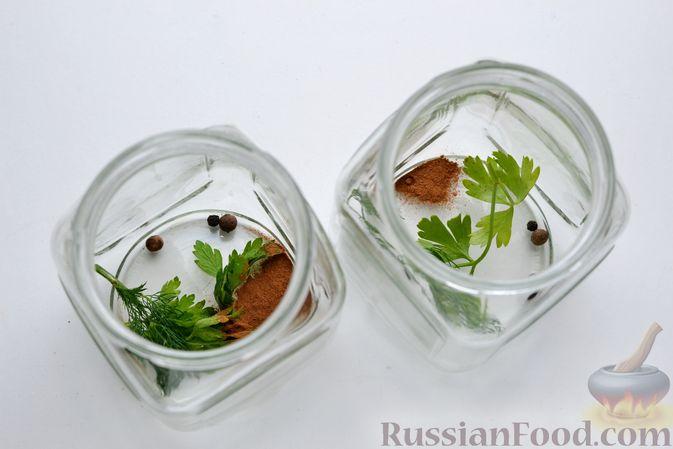 Фото приготовления рецепта: Маринованные помидоры с яблоками и корицей (на зиму) - шаг №5