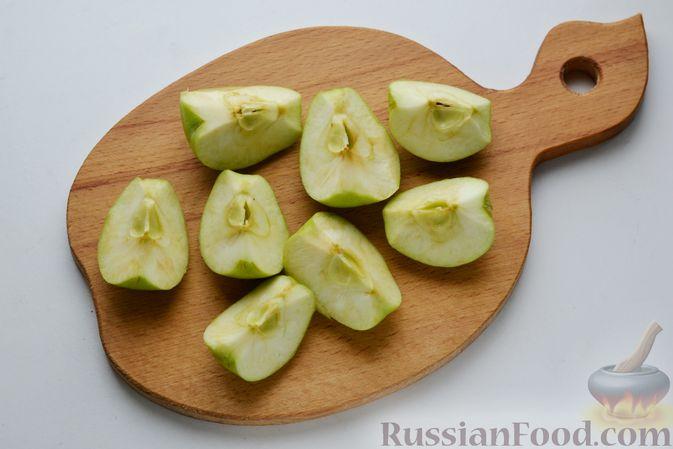 Фото приготовления рецепта: Маринованные помидоры с яблоками и корицей (на зиму) - шаг №6