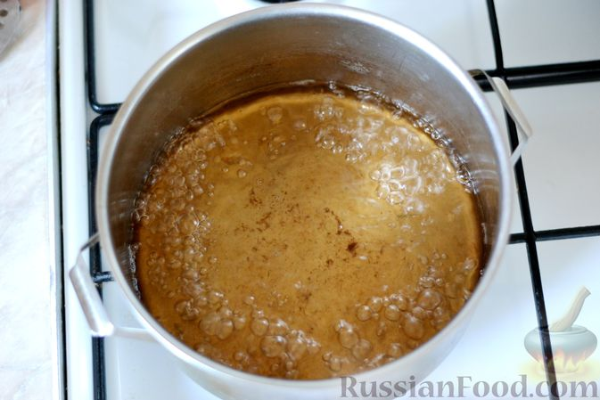 Фото приготовления рецепта: Маринованные помидоры с яблоками и корицей (на зиму) - шаг №11