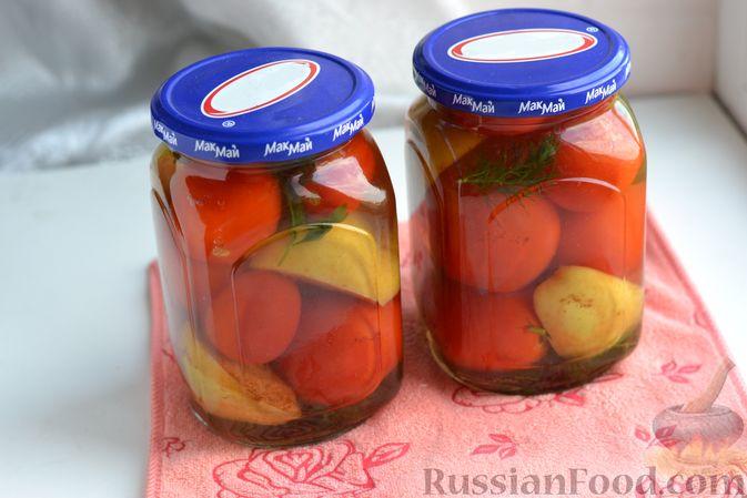 Фото приготовления рецепта: Маринованные помидоры с яблоками и корицей (на зиму) - шаг №13