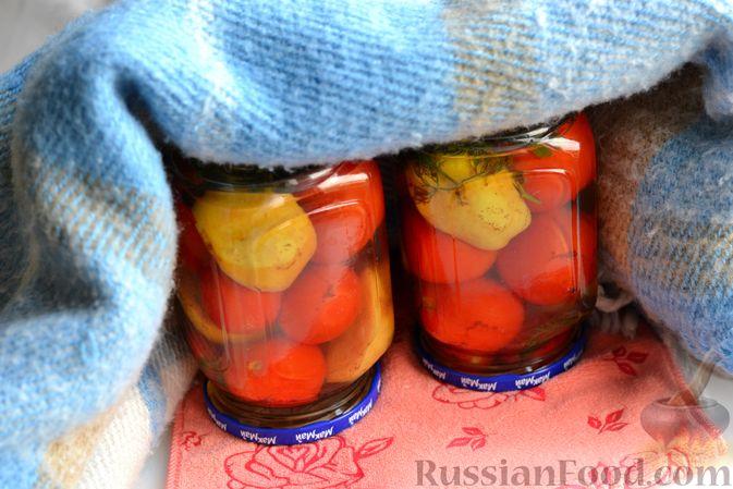 Фото приготовления рецепта: Маринованные помидоры с яблоками и корицей (на зиму) - шаг №14