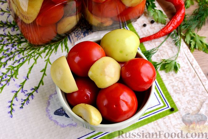 Фото приготовления рецепта: Маринованные помидоры с яблоками и корицей (на зиму) - шаг №15