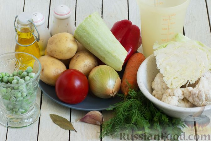 Фото приготовления рецепта: Овощной суп с зелёным горошком - шаг №1