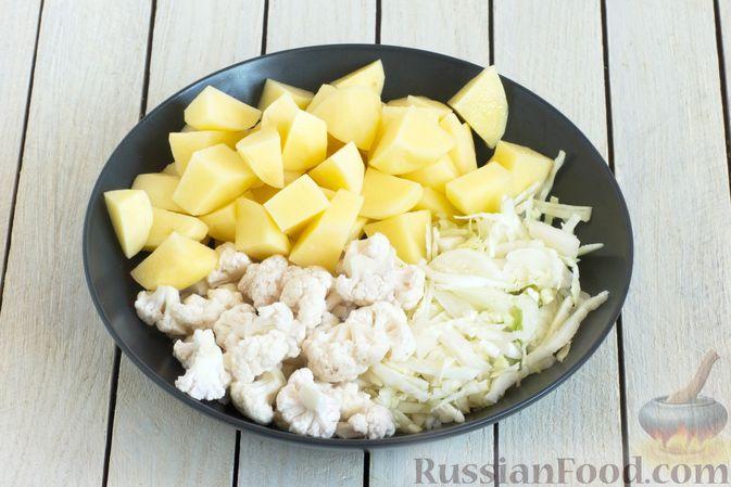 Фото приготовления рецепта: Овощной суп с зелёным горошком - шаг №2