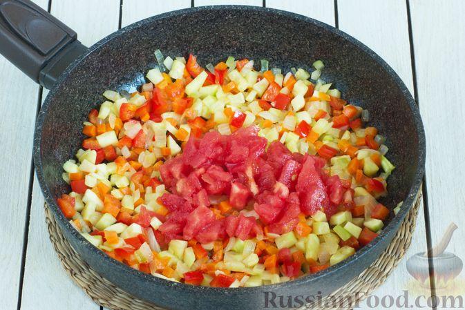 Фото приготовления рецепта: Овощной суп с зелёным горошком - шаг №6