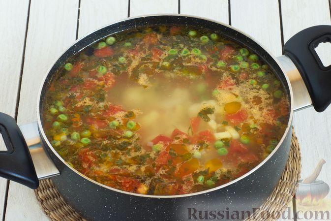 Фото приготовления рецепта: Овощной суп с зелёным горошком - шаг №9