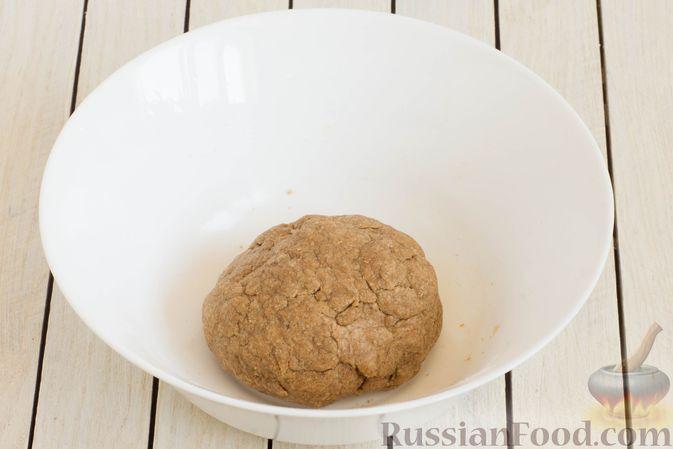 Фото приготовления рецепта: Медово-ржаное печенье - шаг №3