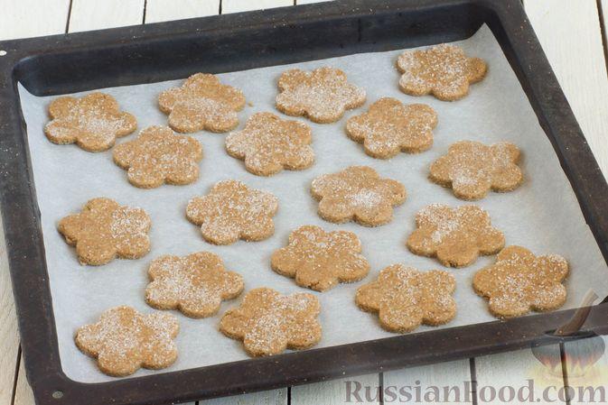Фото приготовления рецепта: Медово-ржаное печенье - шаг №6