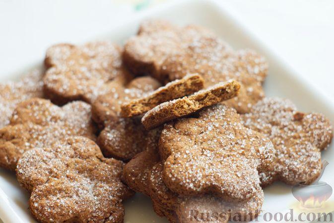 Фото приготовления рецепта: Медово-ржаное печенье - шаг №7