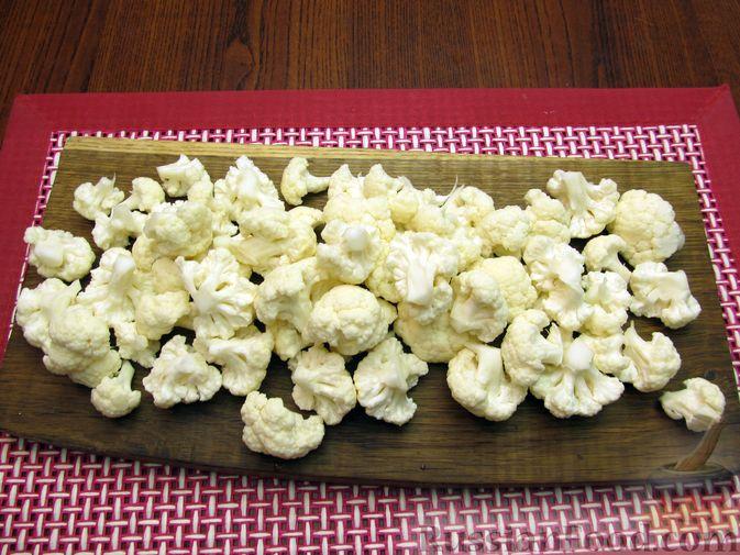 Фото приготовления рецепта: Запеканка из цветной капусты и бекона, в сливочно-сырной заливке - шаг №2