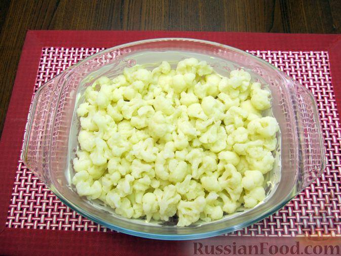 Фото приготовления рецепта: Запеканка из цветной капусты и бекона, в сливочно-сырной заливке - шаг №4