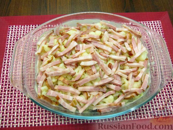 Фото приготовления рецепта: Запеканка из цветной капусты и бекона, в сливочно-сырной заливке - шаг №11