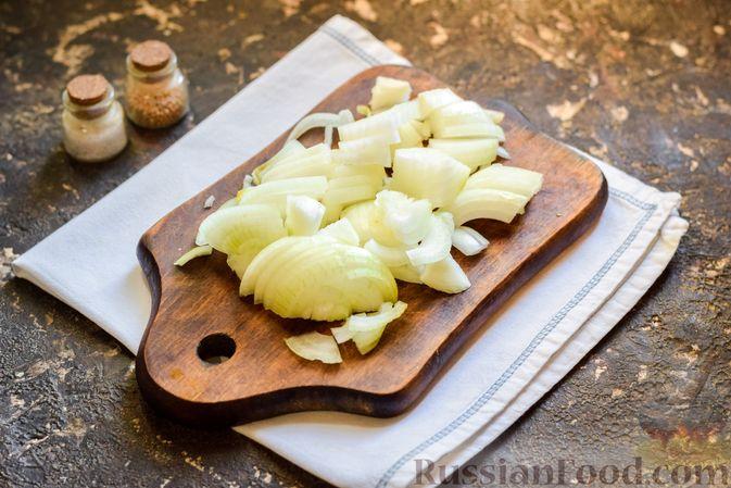 Фото приготовления рецепта: Салат с куриными сердечками, морковью и консервированным зелёным горошком - шаг №4