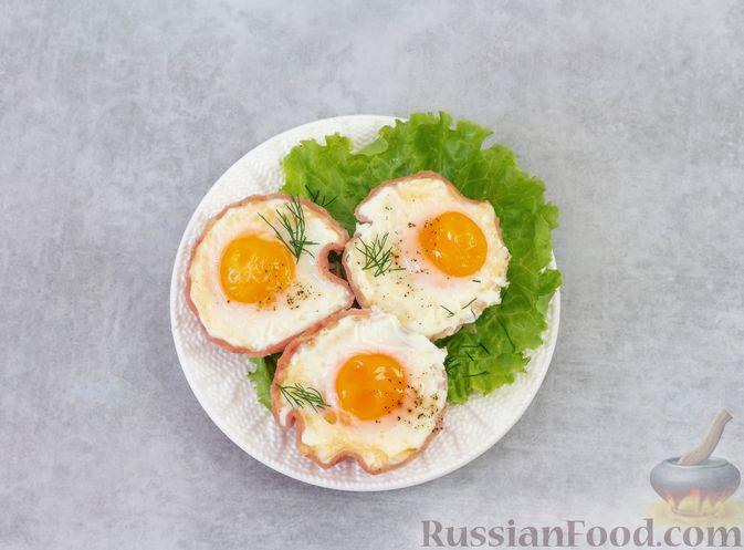 Фото приготовления рецепта: Яичница с ветчиной (в духовке) - шаг №6