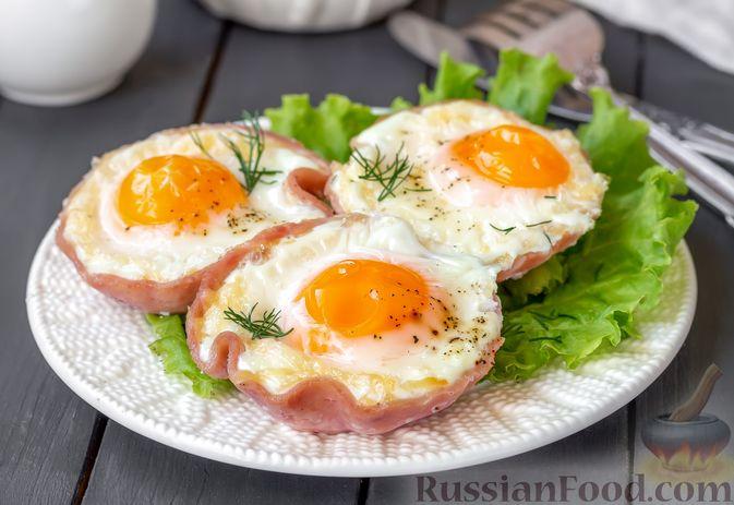 Фото к рецепту: Яичница с ветчиной (в духовке)