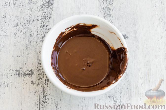 Фото приготовления рецепта: Виноград в шоколаде, с орехами - шаг №6