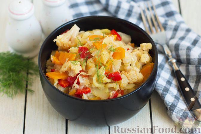 Фото к рецепту: Овощное рагу с  кабачками, сладким перцем, белокочанной и цветной капустой