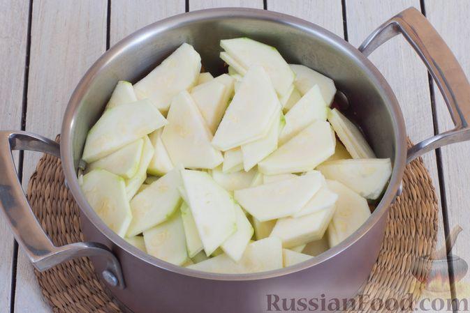 Фото приготовления рецепта: Овощное рагу с  кабачками, сладким перцем, белокочанной и цветной капустой - шаг №6
