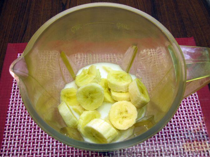 """Фото приготовления рецепта: Молочный """"суп"""" с бананами и апельсиновой цедрой - шаг №4"""