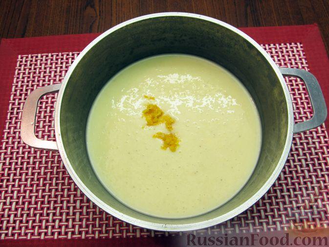 """Фото приготовления рецепта: Молочный """"суп"""" с бананами и апельсиновой цедрой - шаг №8"""