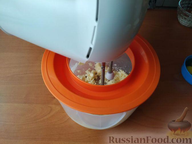 Фото приготовления рецепта: Сливовый пирог с корицей - шаг №2
