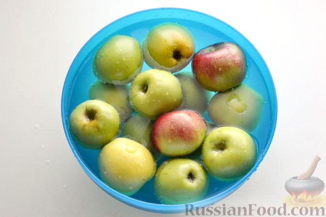 Фото приготовления рецепта: Компот из яблок и облепихи - шаг №6