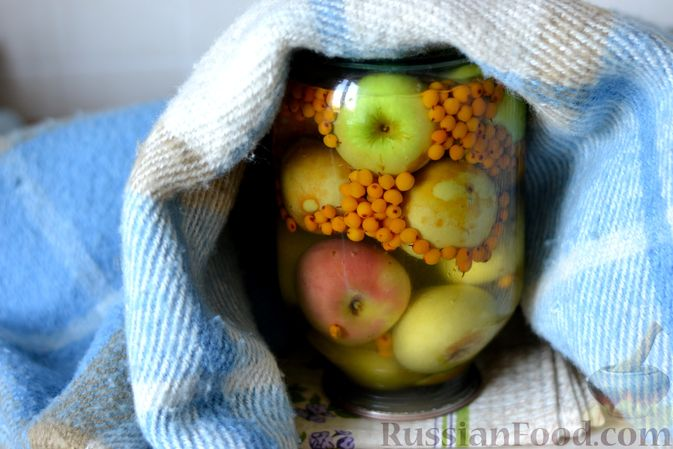 Фото приготовления рецепта: Компот из яблок и облепихи - шаг №16