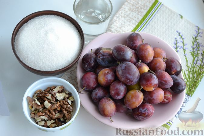 Фото приготовления рецепта: Варенье из слив, фаршированных грецким орехом - шаг №1