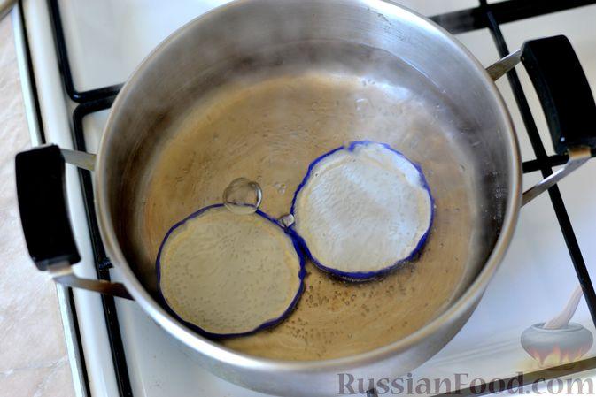 Фото приготовления рецепта: Варенье из слив, фаршированных грецким орехом - шаг №4