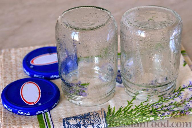 Фото приготовления рецепта: Варенье из слив, фаршированных грецким орехом - шаг №5