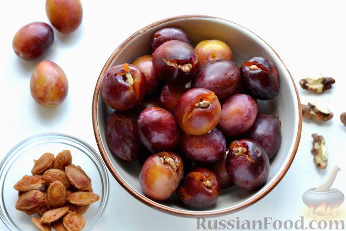 Фото приготовления рецепта: Варенье из слив, фаршированных грецким орехом - шаг №10