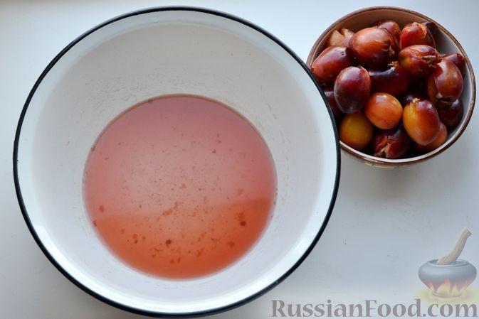 Фото приготовления рецепта: Варенье из слив, фаршированных грецким орехом - шаг №12