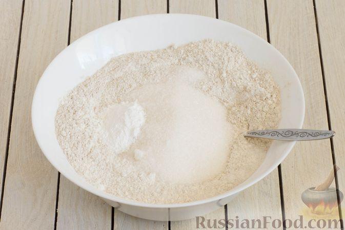 Фото приготовления рецепта: Пшенично-ржаные галеты со сливами и грецкими орехами - шаг №2