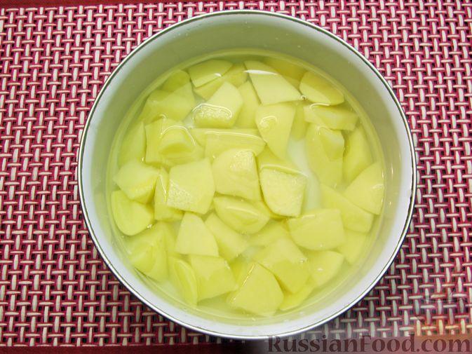 Фото приготовления рецепта: Сырный суп с шампиньонами - шаг №2