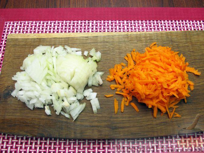 Фото приготовления рецепта: Сырный суп с шампиньонами - шаг №6