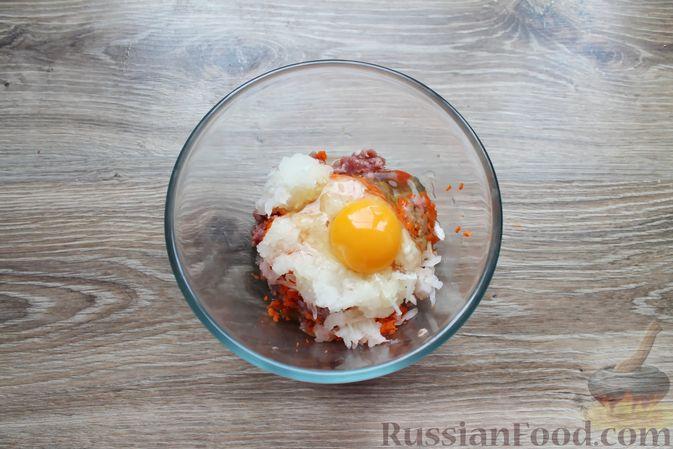 Фото приготовления рецепта: Мясные котлеты с морковью на пару - шаг №6