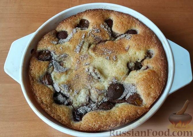 Фото приготовления рецепта: Сливовый пирог с корицей - шаг №9