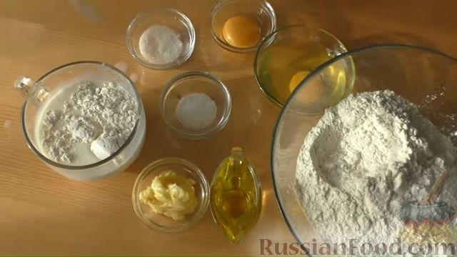 Фото приготовления рецепта: Пирог-цветок из дрожжевого теста с творожной начинкой - шаг №1