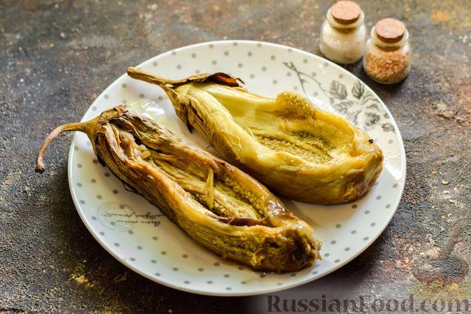 """Фото приготовления рецепта: Баклажаны с сырной начинкой, в """"шубке"""" из мясного фарша (в духовке) - шаг №10"""