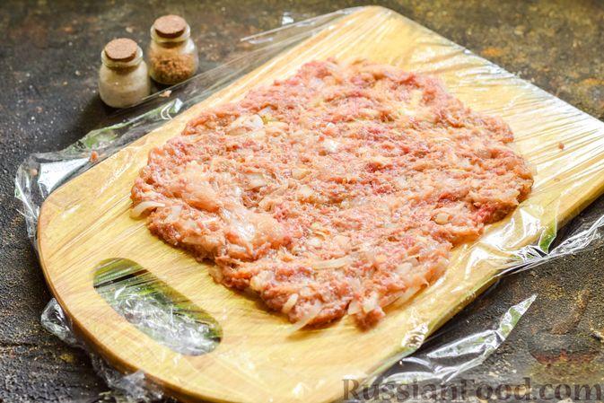"""Фото приготовления рецепта: Баклажаны с сырной начинкой, в """"шубке"""" из мясного фарша (в духовке) - шаг №12"""